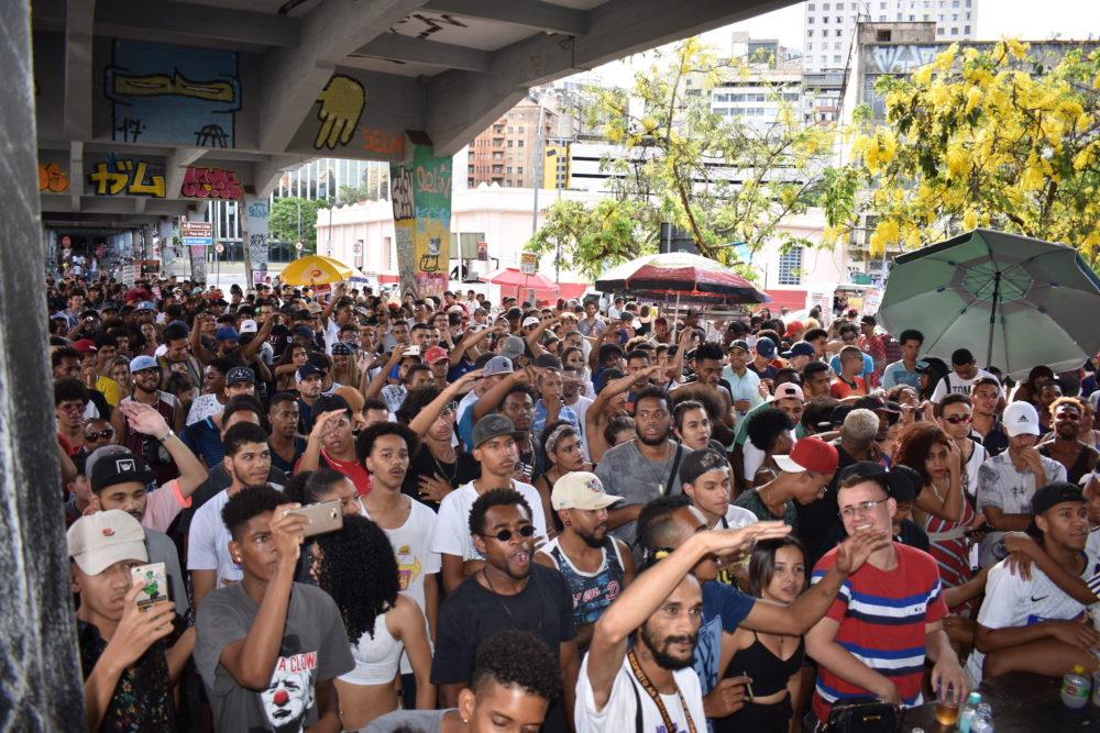 The Crowd at Duelo de MCs