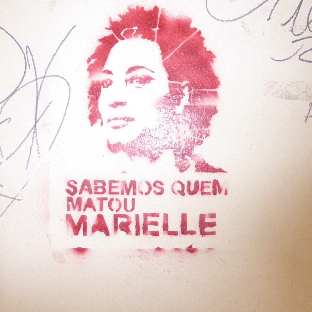 """We know who killed Marielle,""""  on the wall of the Federal University"""