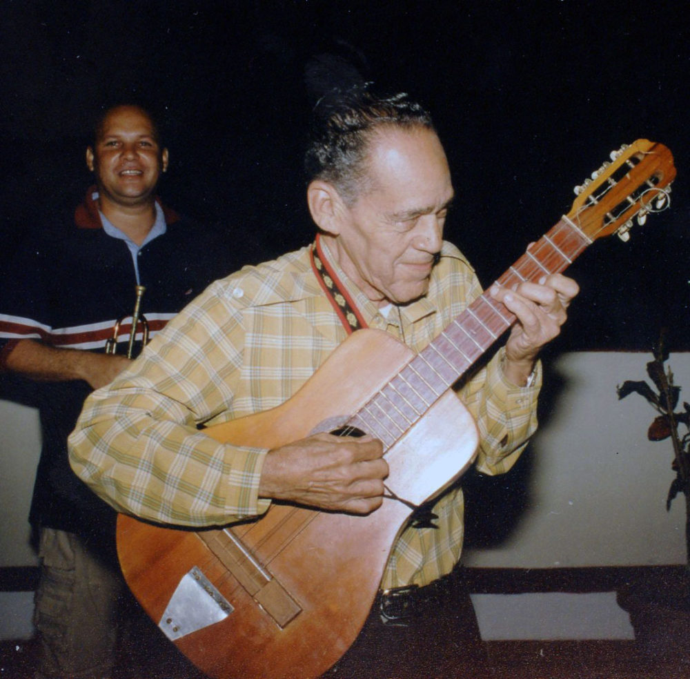 Cienfuegos sonero with tres (Eyre, 2001)