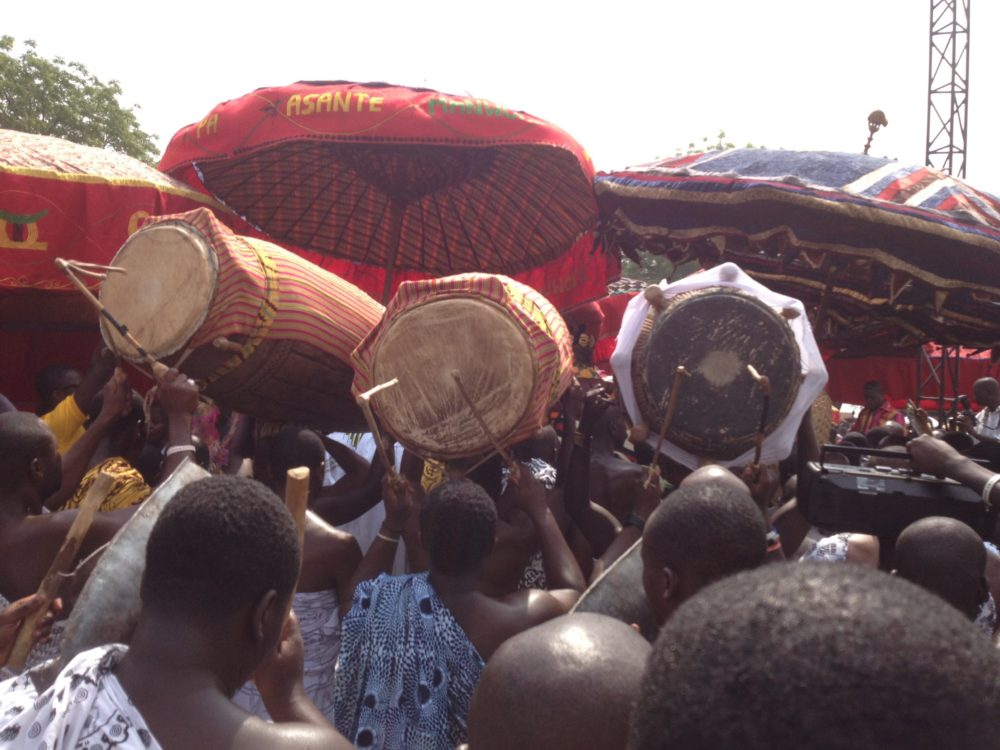 Fontomfrom procession.