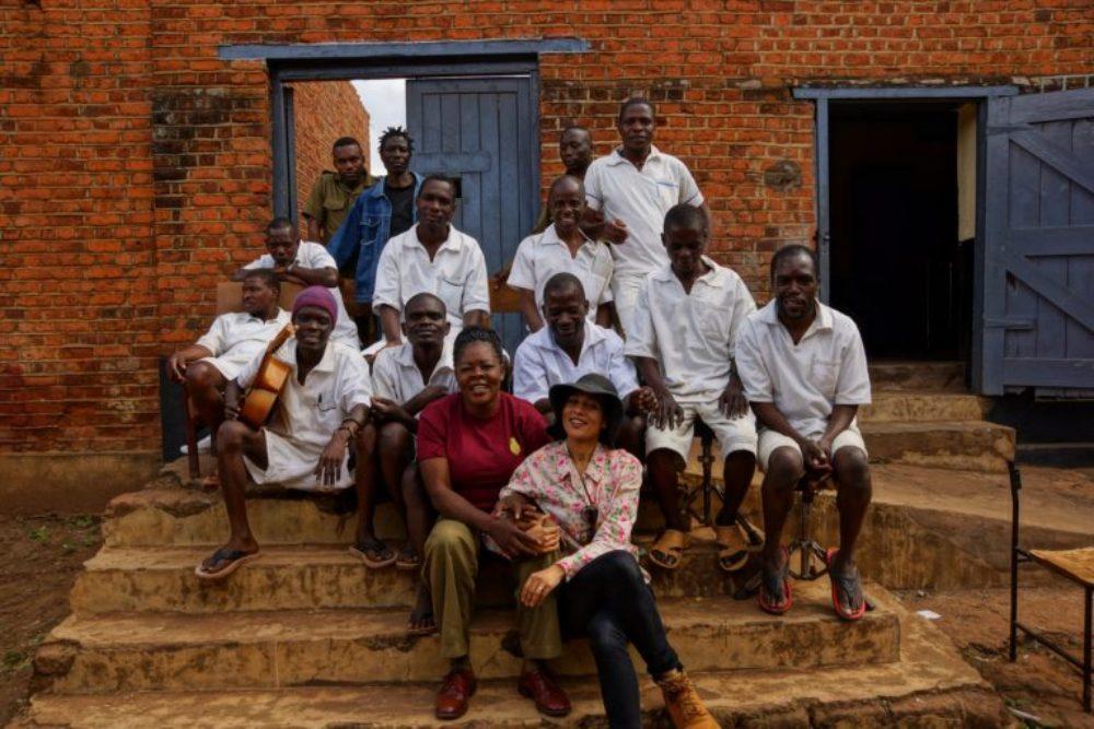 Marilena Delli with prisoners in Zomba, Malawi.