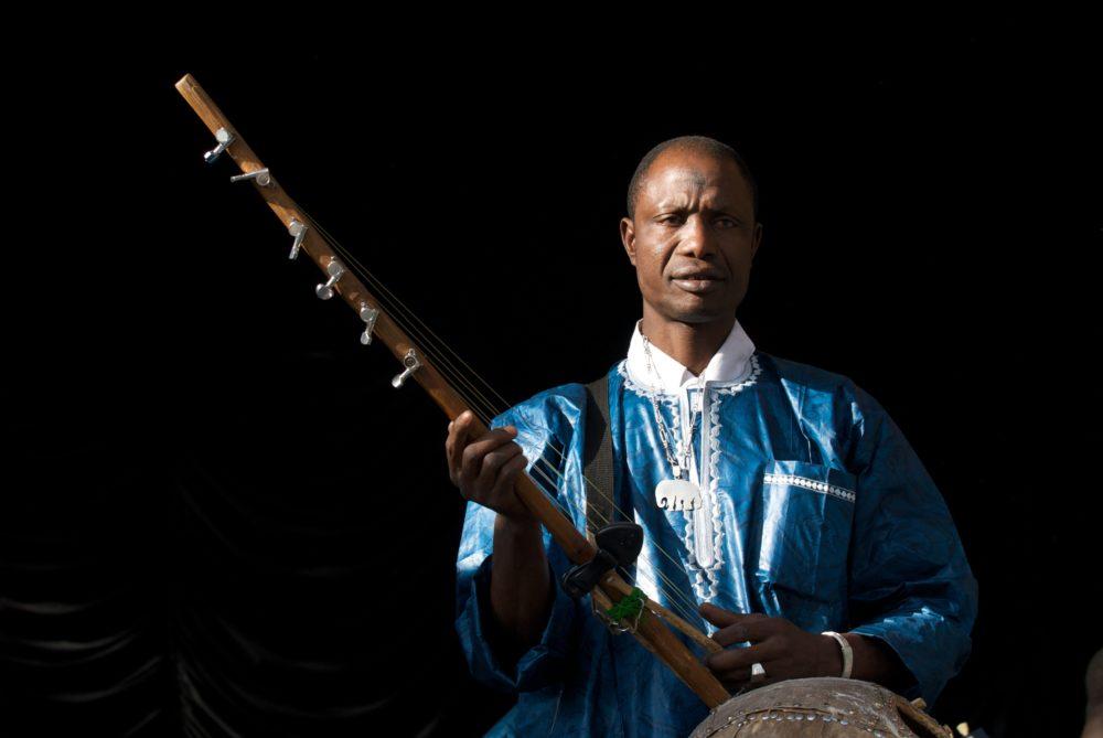 """""""Benogo"""" Diakite on kamele ngoni (Eyre, 2010)"""