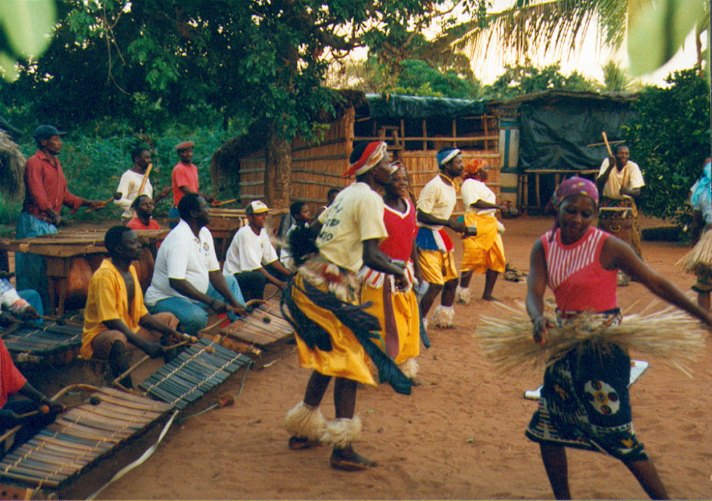 Venancio Mbande (in white, center) and his group performing in Zavala (Eyre, 1998)