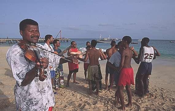 Diaspora Encounters: Kriolu in New England, The Cape Verdean-American Story