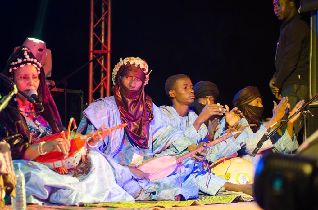 Tuareg group performing in Bamako (Eyre 2016)