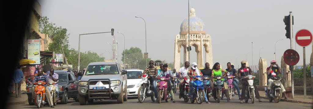 Bamako street (Eyre 2016)