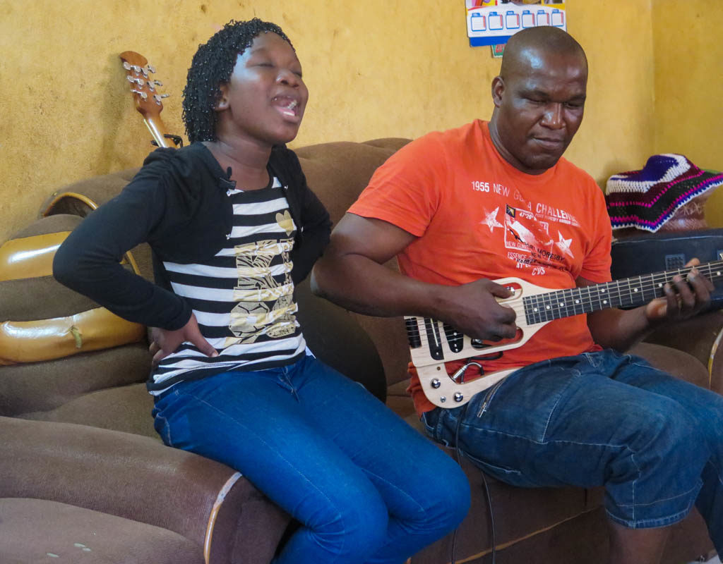Ami Diabate and her father Lassi Diabate (Eyre 2016)