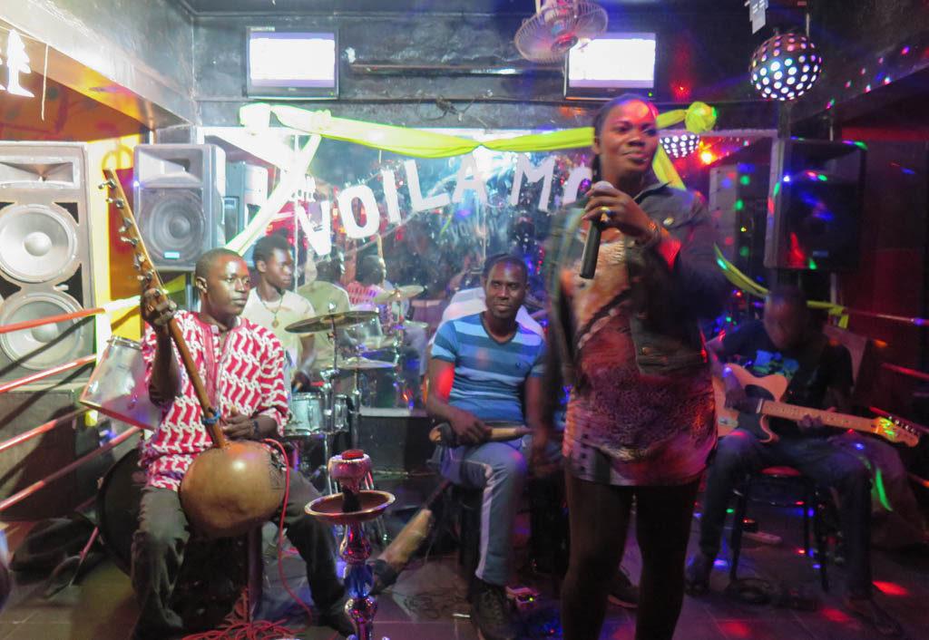 Ousmane Dagno (center) with his nightclub ensemble (Eyre 2016)