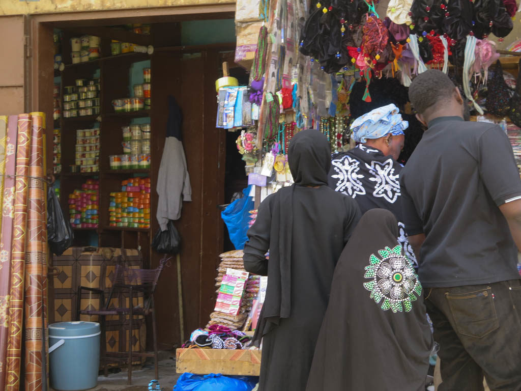 Wahhabi women in black at Bamako market (Eyre 2016)