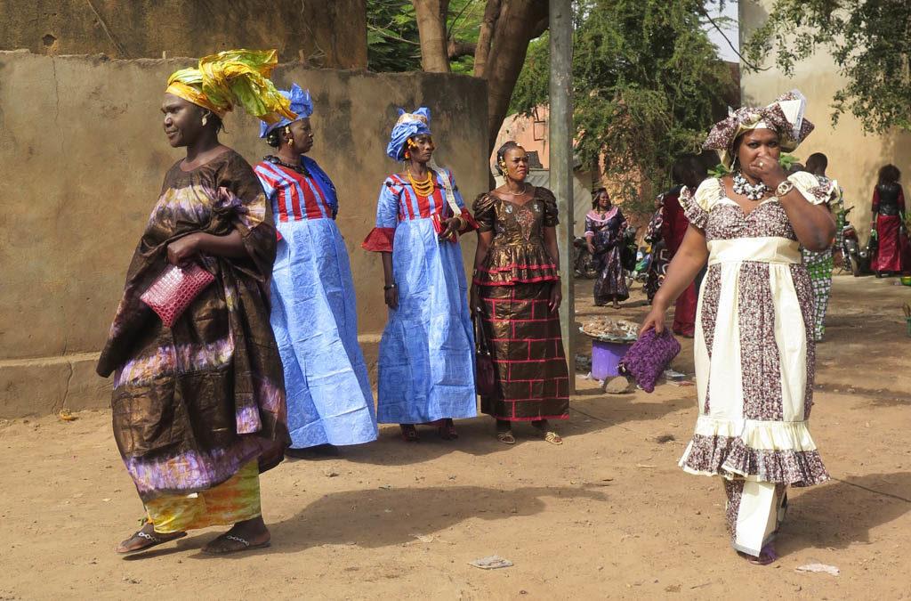 Women at Bamako street wedding (Eyre 2016)