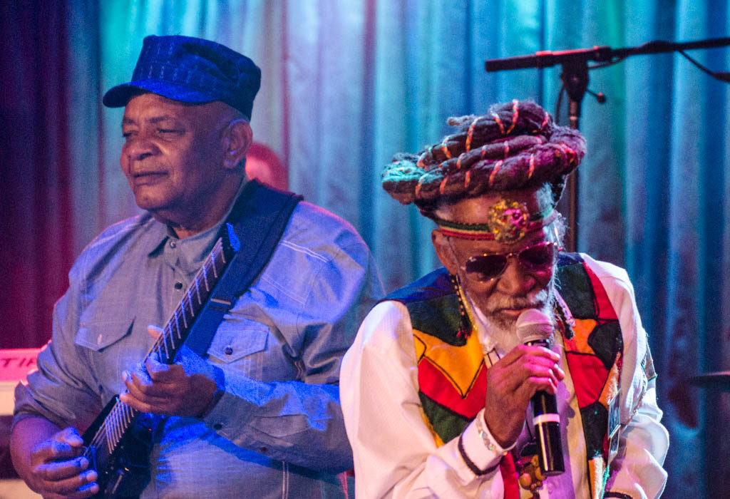 Bunny Wailer and Dwight Pinkney at B.B. King Blues Club (Eyre 2016)